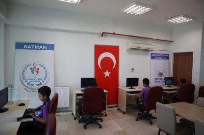 GENÇLİKTEN ÖĞRENCİLERE 'EBA' HİZMETİ