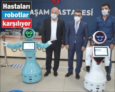 Hastaları robotlar karşılıyor