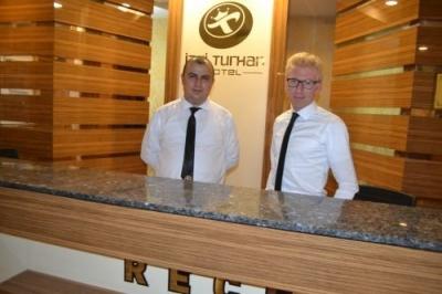 Hotel İzgi'nin başarılı ön büro görevlileri