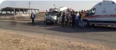 Minibüs beton direğe çarptı: 2 ölü, 20 yaralı