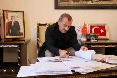 """VALİ, 2 BİN 112  YETİMİN YÜZÜNÜ GÜLDÜRDÜ"""